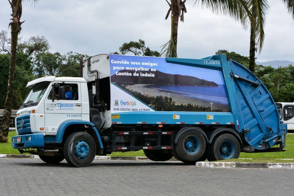 Caminhões de lixo ganham nova identidade