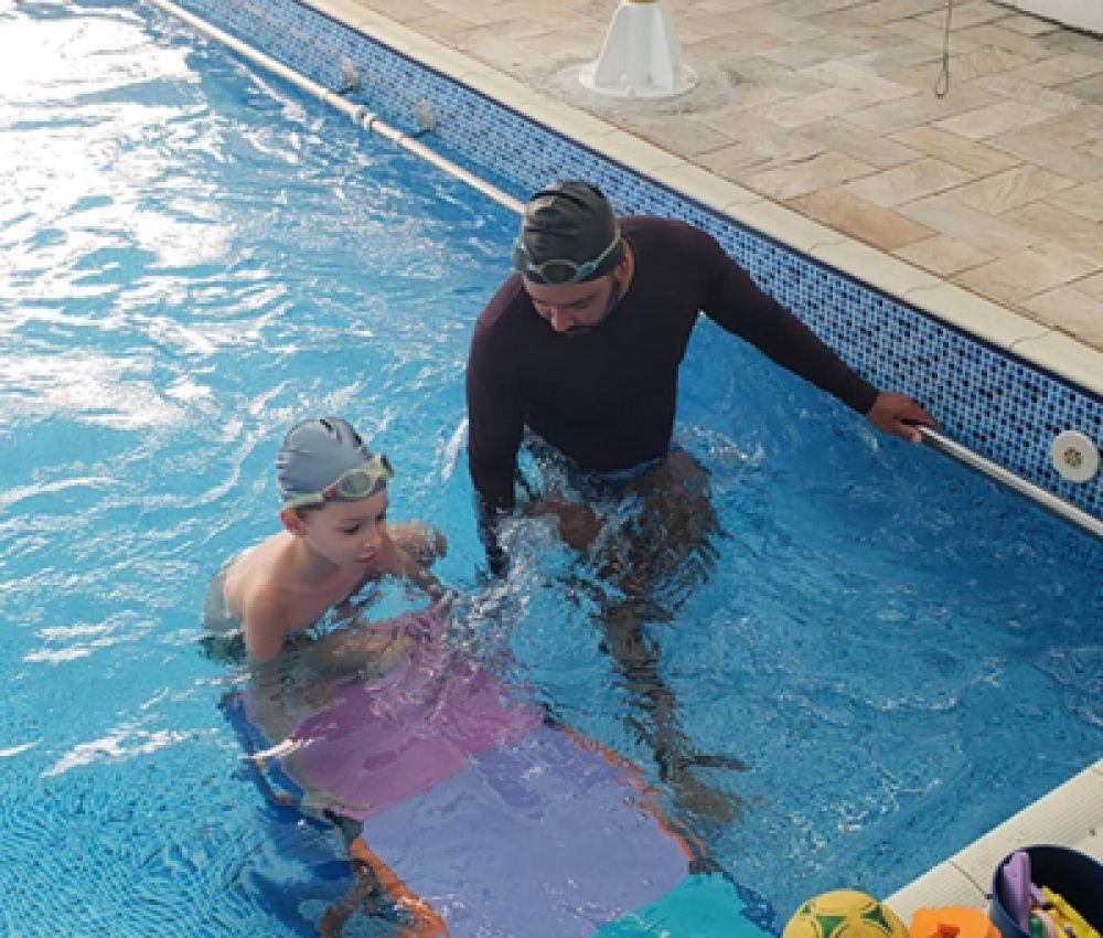 Prefeitura abre 350 novas vagas para aula de natação