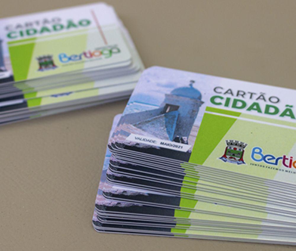 Agentes de saúde visitam moradores para atualizar e entregar Cartão Cidadão