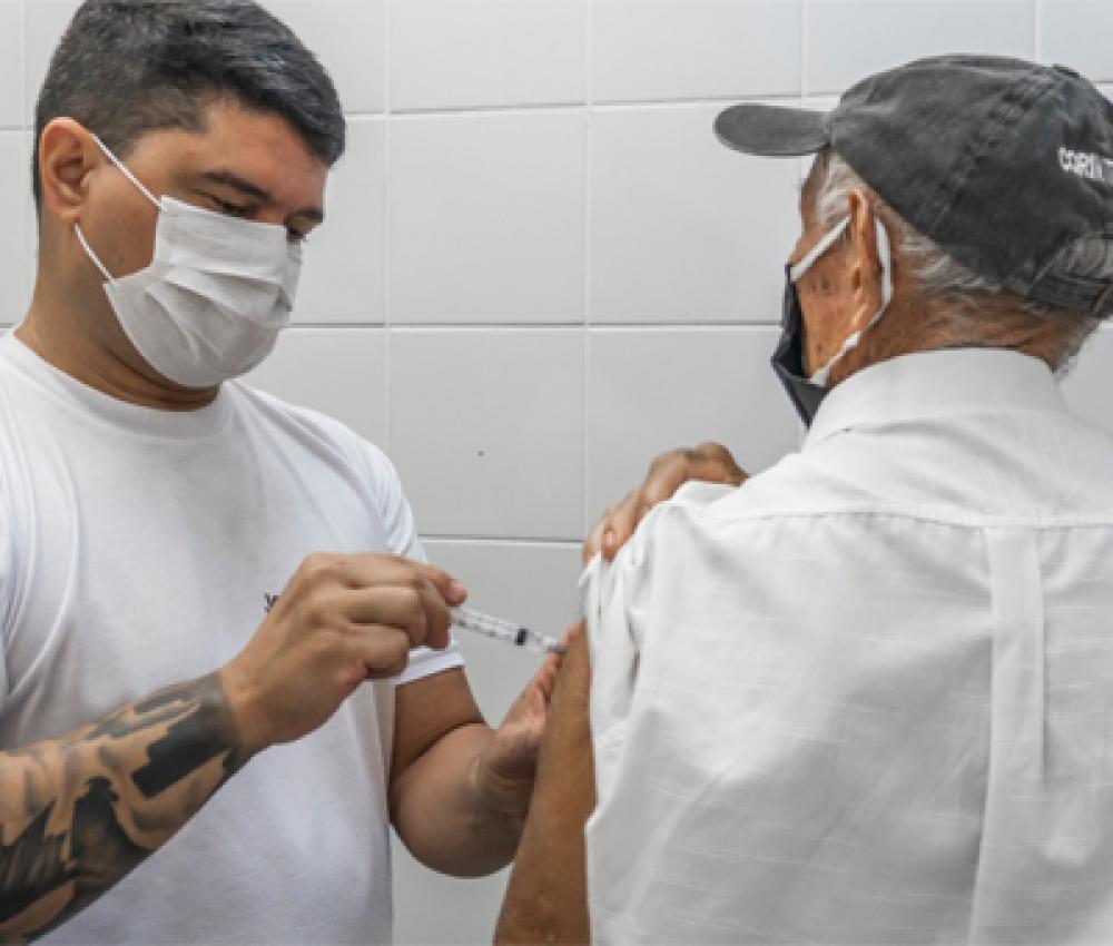 Bertioga vacina idosos com 68 anos nesta terça-feira (6)