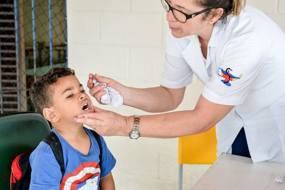 Responsáveis tem até sexta (21) para vacinar contra polio e sarampo crianças de 1 ano