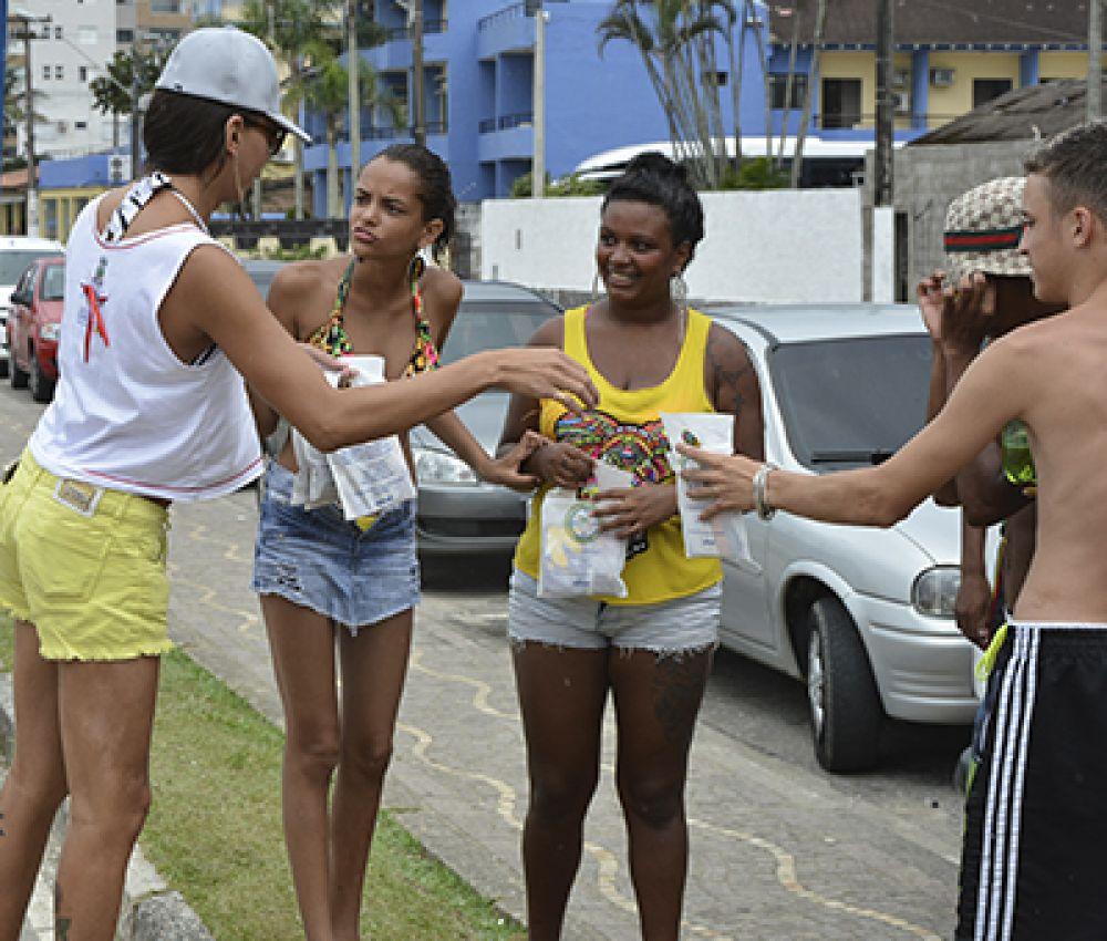 Prefeitura distribuirá kits de prevenção contra ISTs durante o Carnaval