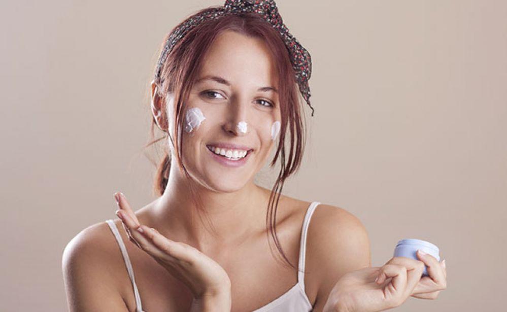 7 removedores de maquiagem que você tem em casa e não sabia