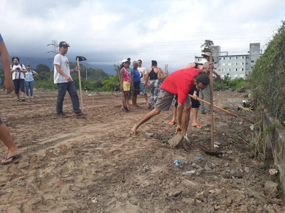 Horta comunitária favorece moradores de Vicente Carvalho II
